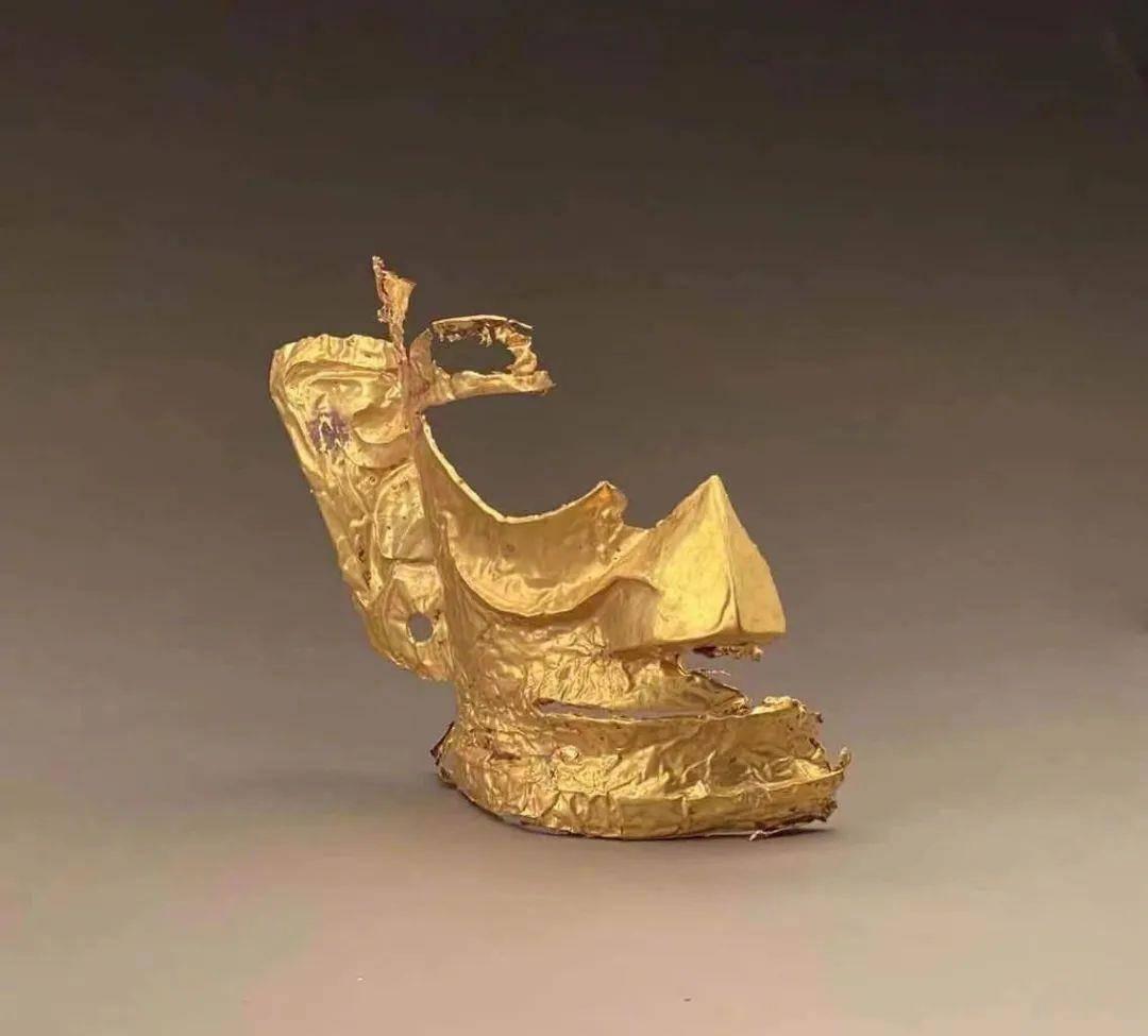 """金面具、顶尊跪坐人像、象牙、丝绸……三星堆考古新发现6座""""祭祀坑""""!"""