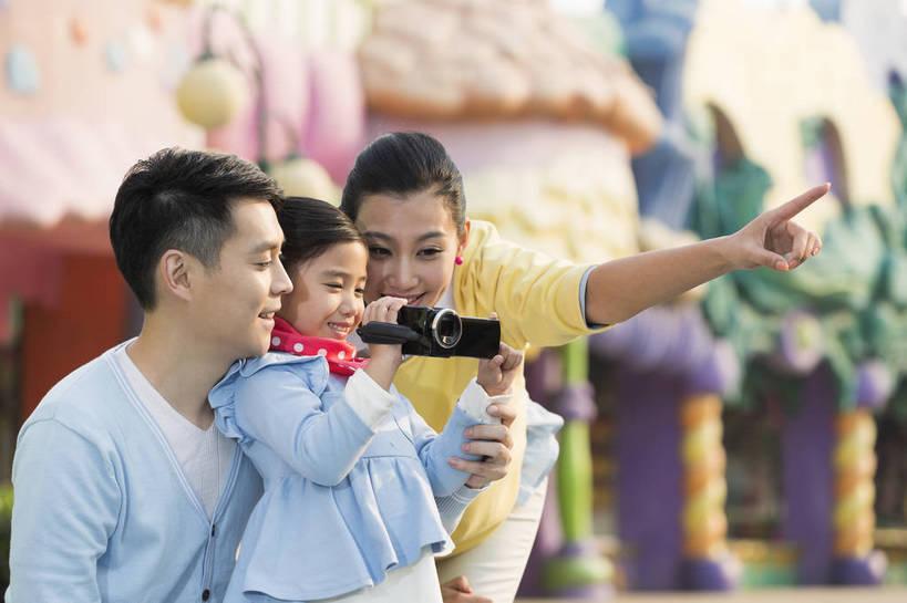带孩子旅行的目的只是玩?父母这样做,让旅途充满意义