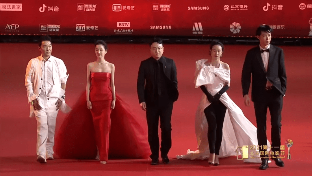 图片[31]-北影开幕红毯:佟丽娅让人眼前一亮,杨颖变土了,姚晨成功丑到我-妖次元