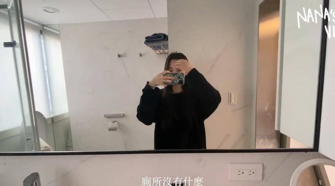 欧阳娜娜走进卫生间一顿拍,看到她的牙刷,好想送她一个新的!