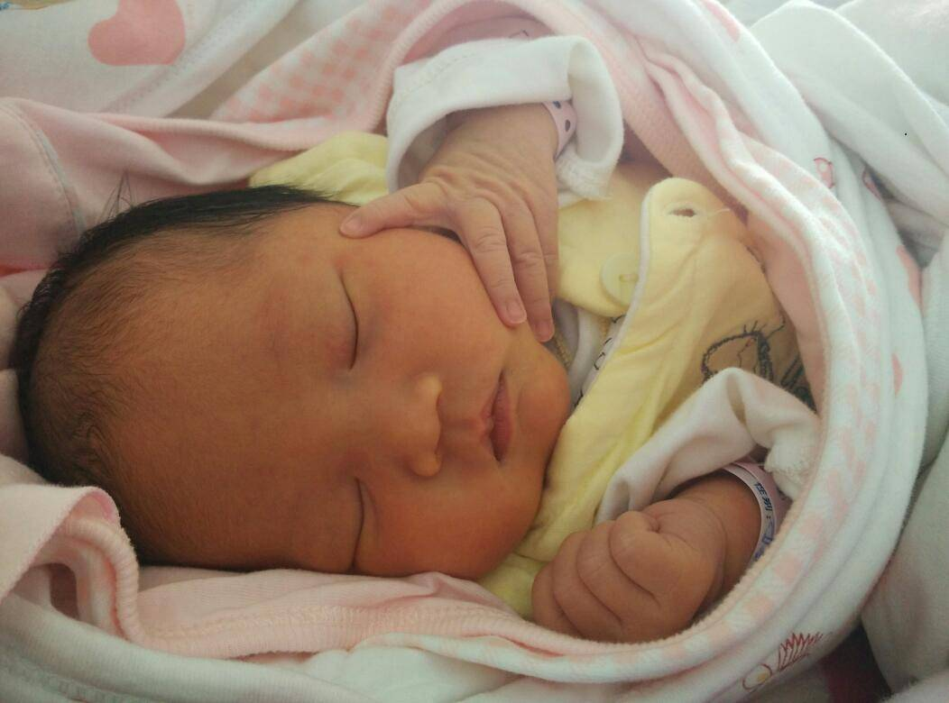 新生儿三种睡姿,会让头型变丑,严重或导致头骨变形,及时纠正