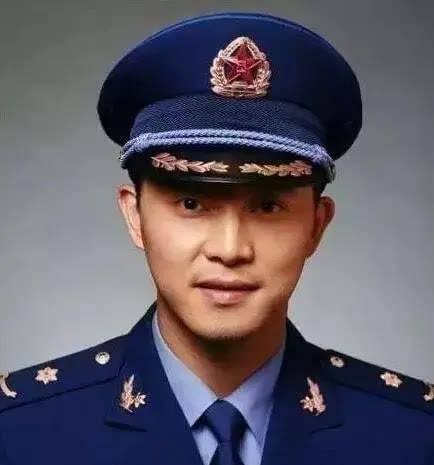 5位有着军衔的明星,潘长江属于正师级干部,金星竟是军长级别?