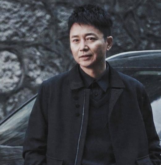 刘奕君45岁演反派走红,《扫黑风暴》后带95后儿子一起演师徒警察