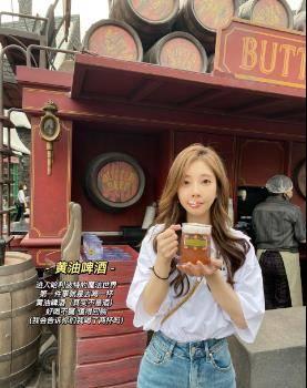 杨幂逛街被偶遇被夸身材好,冯提莫北京环球影城游玩被夸表现可爱