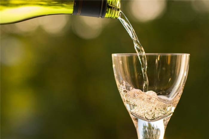 一个人和一瓶酒都是潜力股