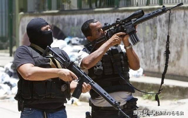 为啥狙击手开枪前要先退掉一发子弹?关键时候能