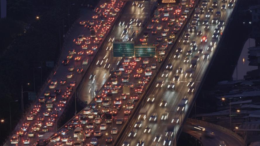 当堵车成为假期常态,车载冰箱或成出行刚需