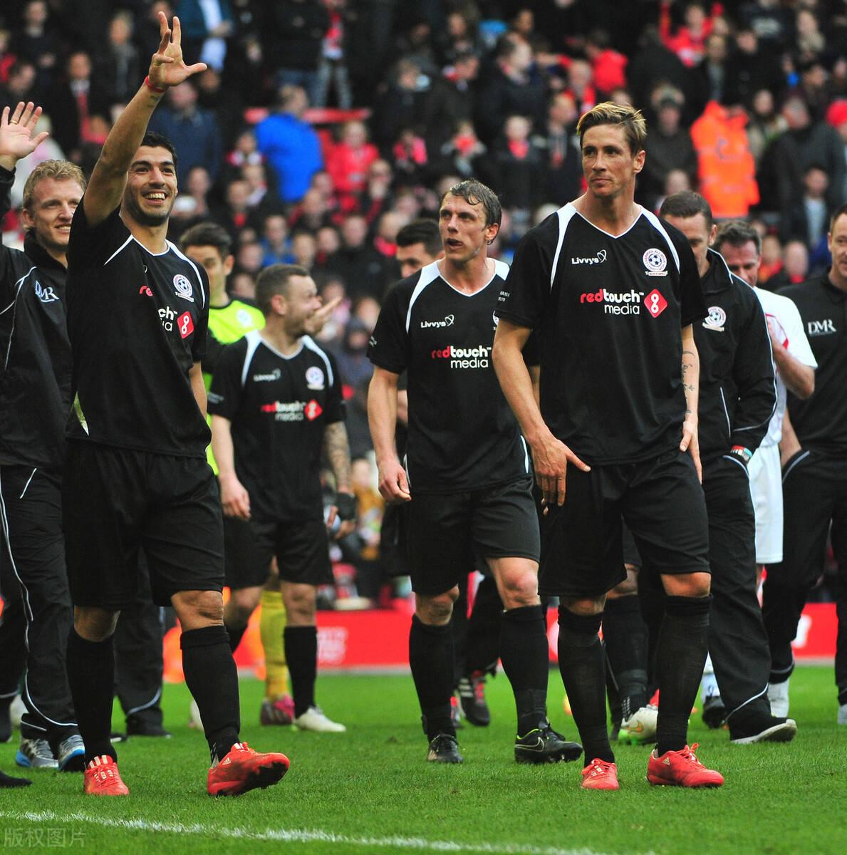 原创             利物浦旧将曝出球队内讧往事,杰拉德被刺头激怒,直接当众爆粗口