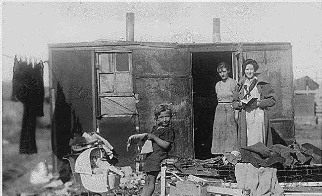 揭秘上世纪40年代,这张因贫困被迫卖孩子的照片,背后的悲剧