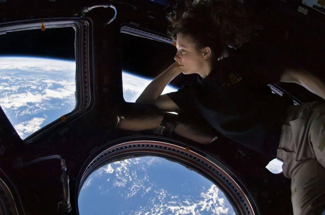 空间站里面充满了氧气,万一航天员氧气中毒了怎么办?