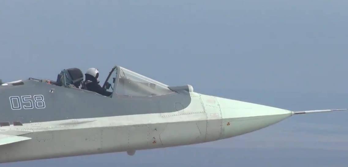 苏57服役前夕:试验无座舱盖超音速飞行,飞行员真豪横!