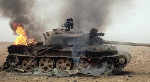 坦克被一炮打穿了,里面的士兵能逃生吗?难度堪比地狱级别