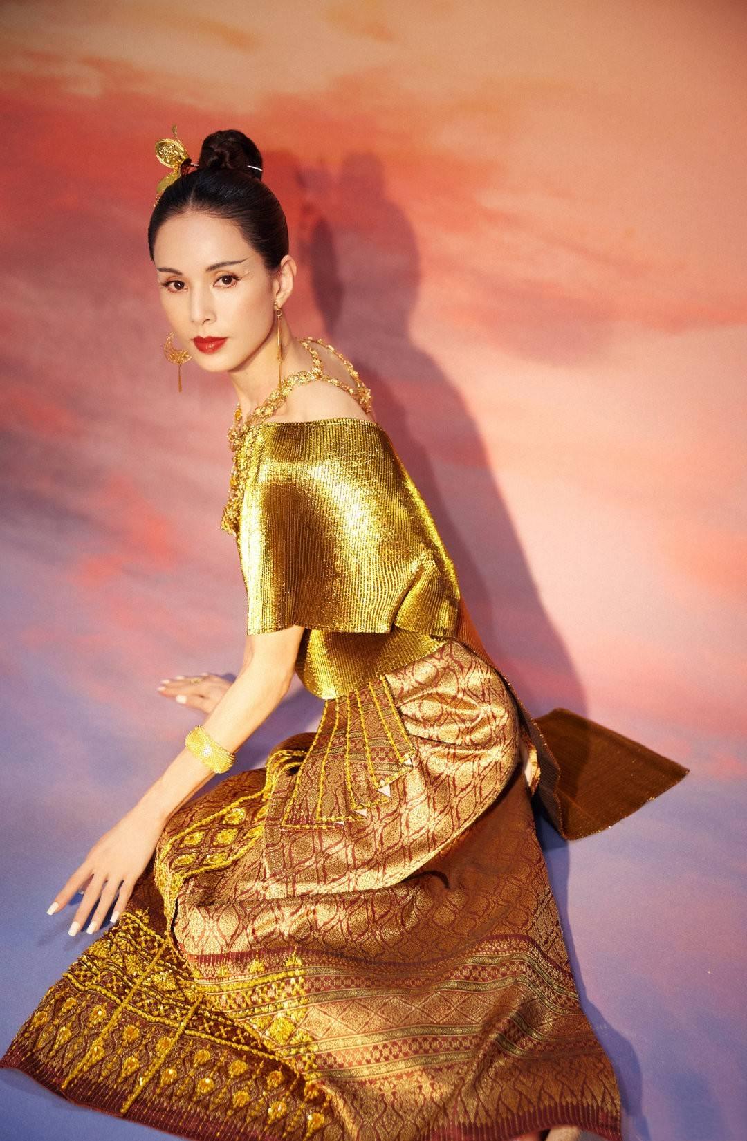 李若彤的身材管理太惊人了,马甲线、腹肌好吸睛,简直是魔鬼身材