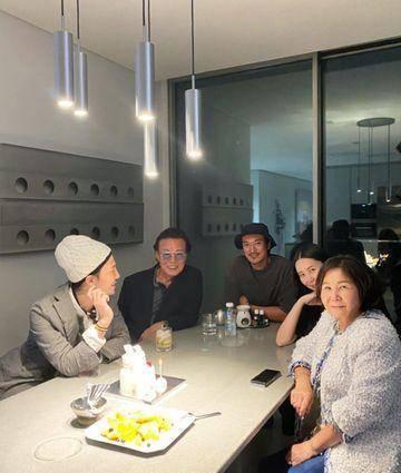 G-Dragon退伍后享天伦之乐!姐姐、姐夫到齐为她庆生 近况曝光