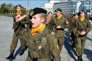 波蘭為何被斥為歐洲擦鞋墊?平獨鎮露大波娃,因為他做了這些囧事