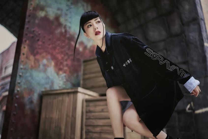 「中国李宁 x 空山基」联名系列重磅来袭,明星造型示范全新穿搭美学!