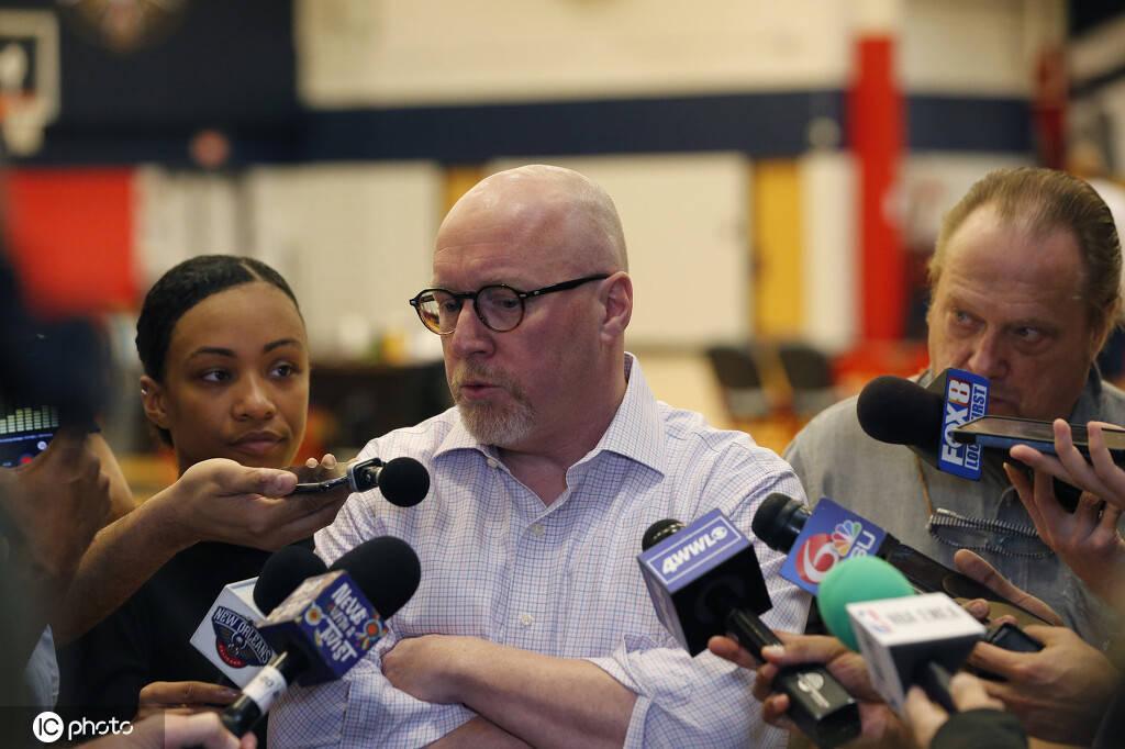 因批评裁判+发表不利NBA言论 鹈鹕GM被罚5万美元