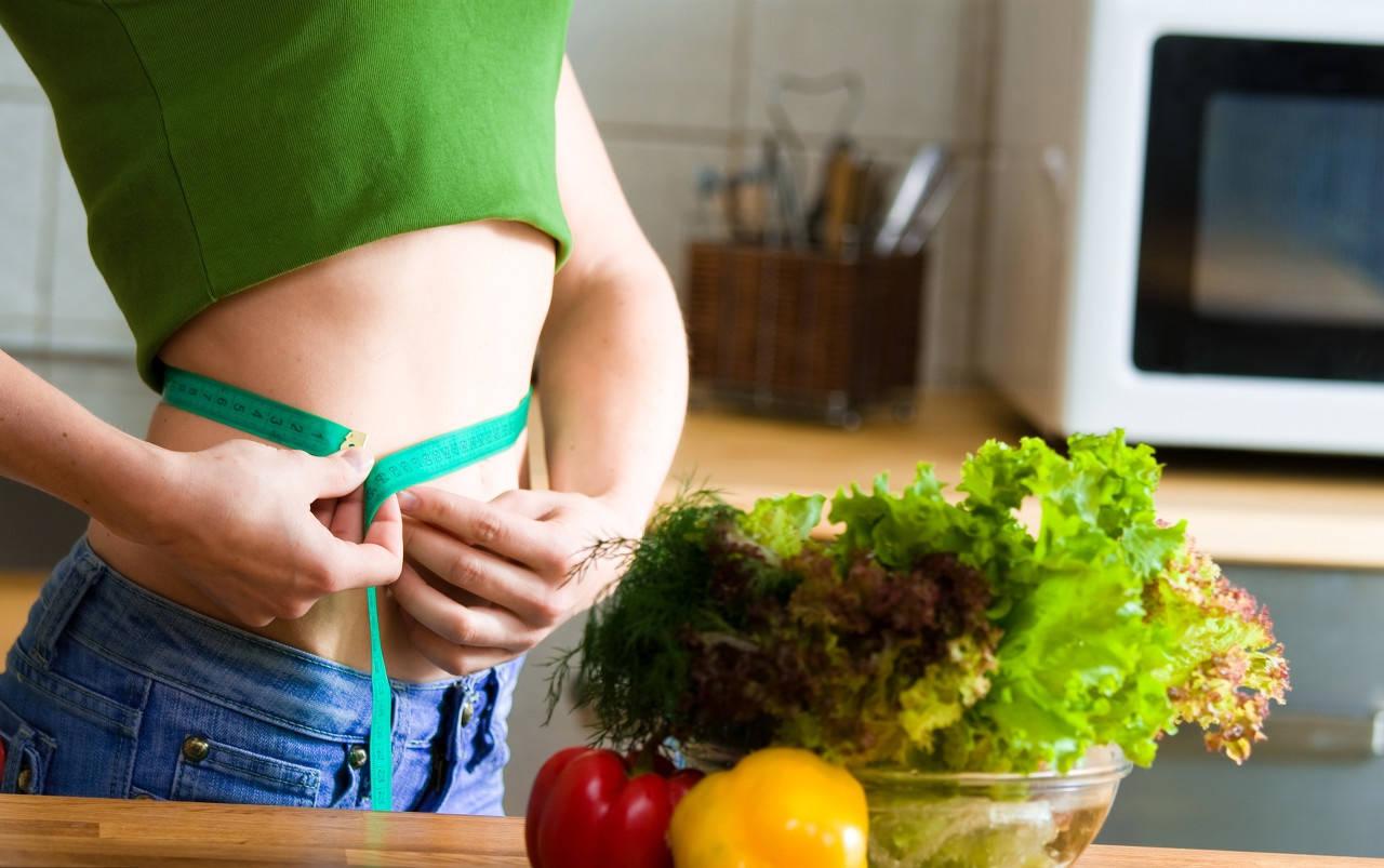 【多喝水也能减肥?】4个不挨饿的减肥小技巧