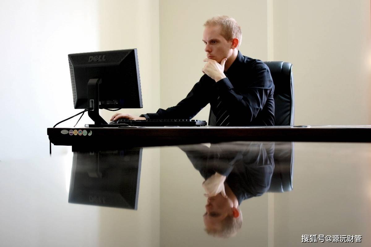 老板关注一个员工的工作 老板很关注一个员工