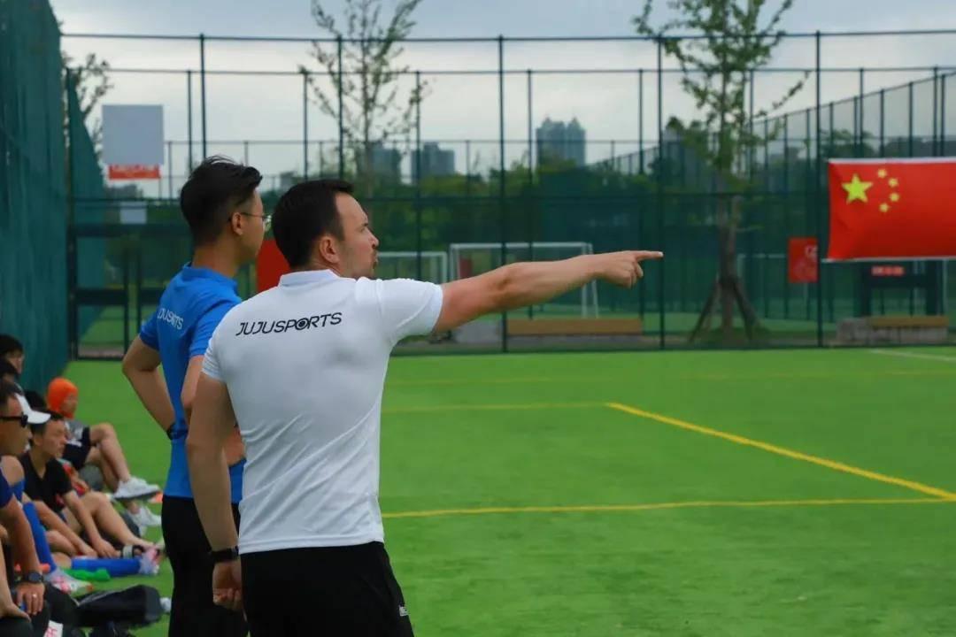 上海校园足球鸟枪换炮 洋帅执教成为流行风景线
