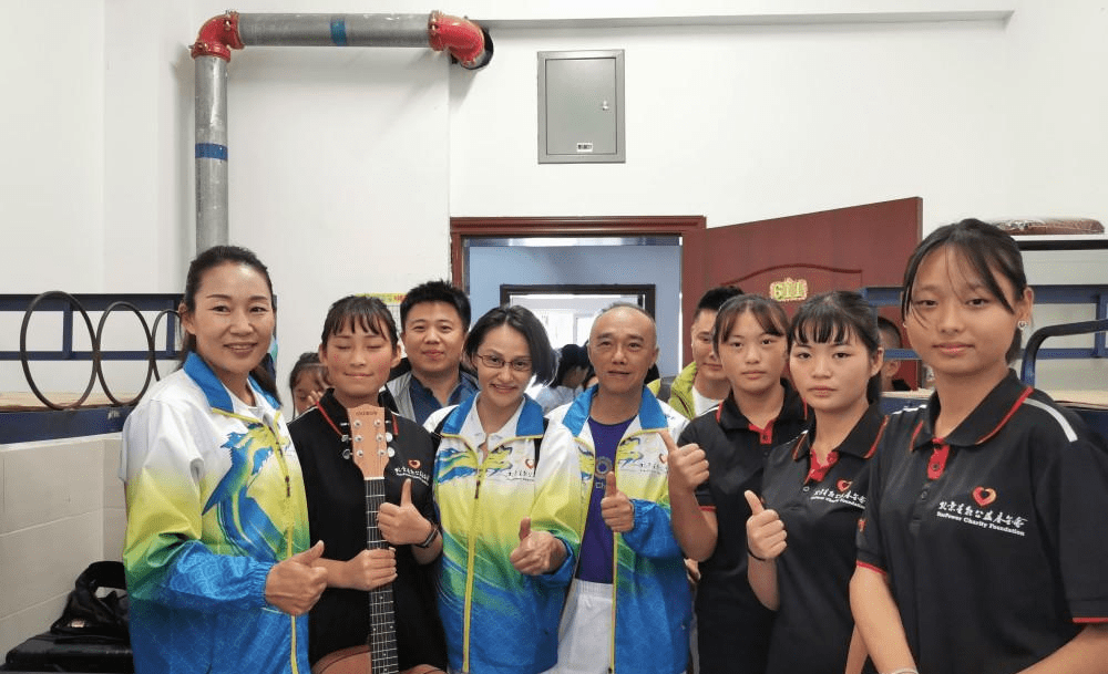 56岁国乒首位奥运冠军现身,头发花白显老态,曾为国放弃日本高薪