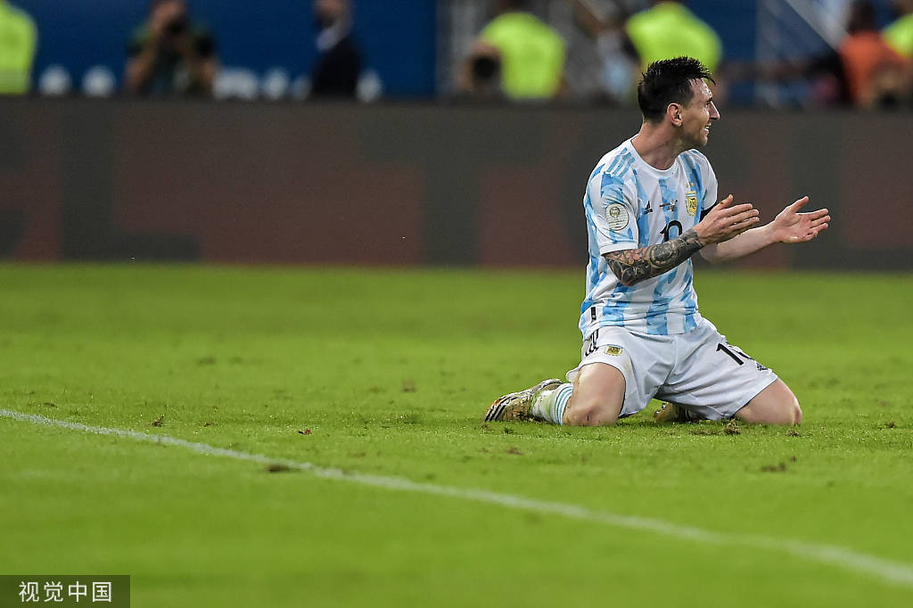 莱万:梅西夺冠我很难拿金球 不介意输史上最佳