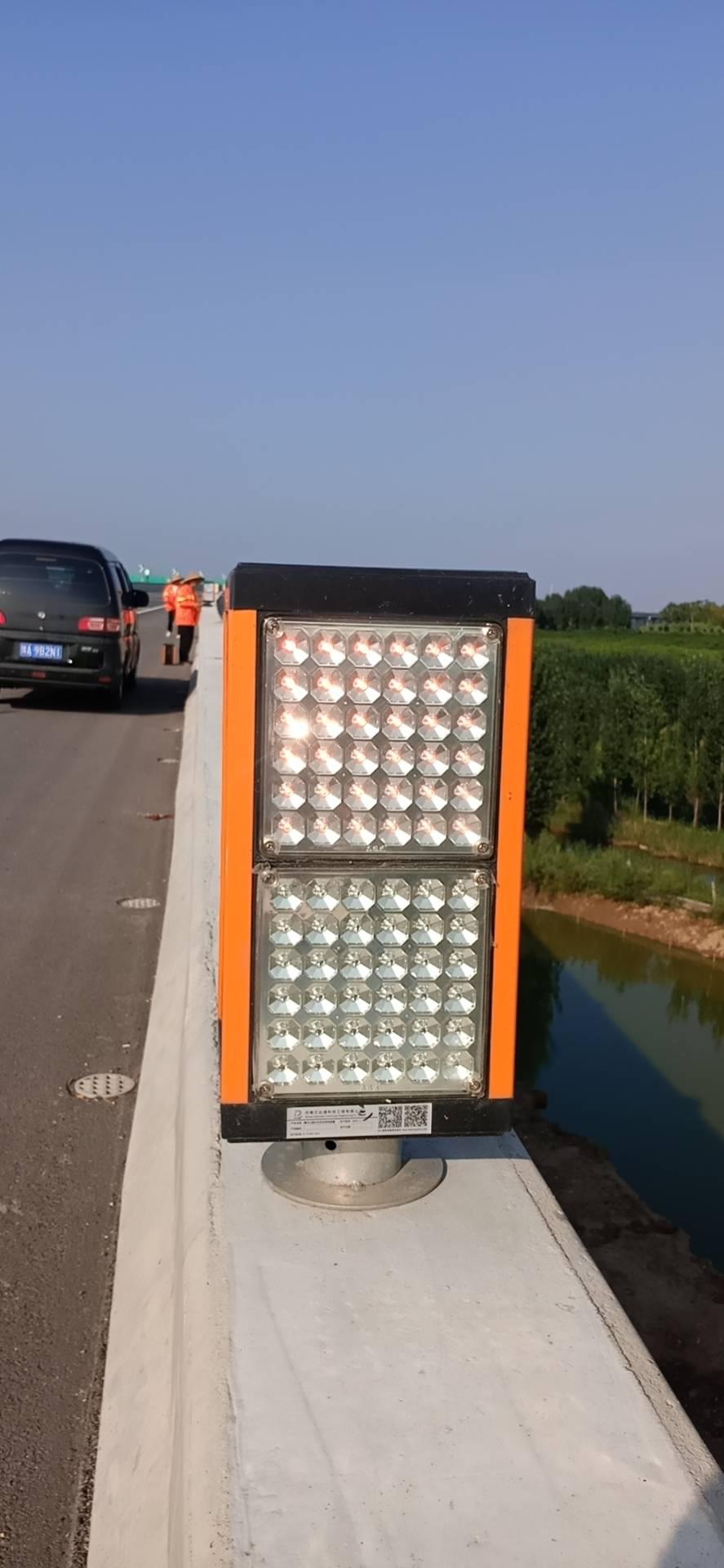 雾区道路行车引导及防撞预警装置