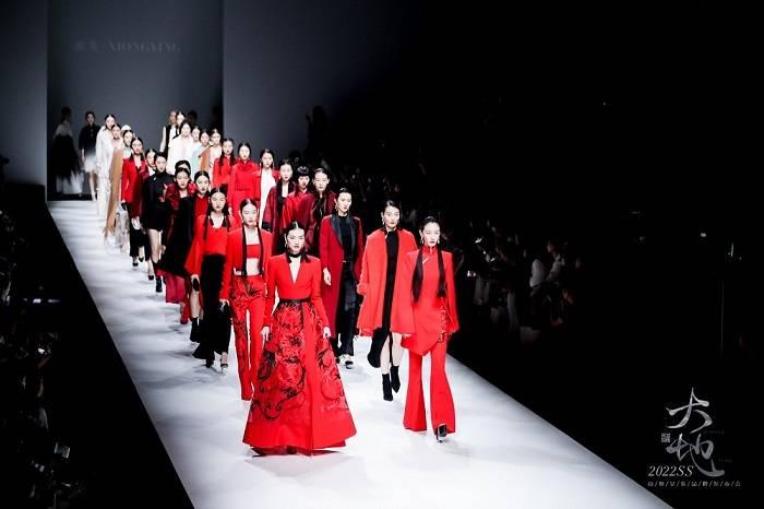 熊英·XIONGYING【大地】2022SS上海时装周SIFS高级女装品牌发布会