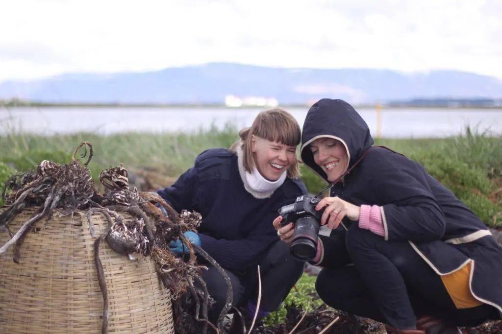 """2个美女摄影师,历时9年,让150位老人变成了""""奇葩""""艺术品"""