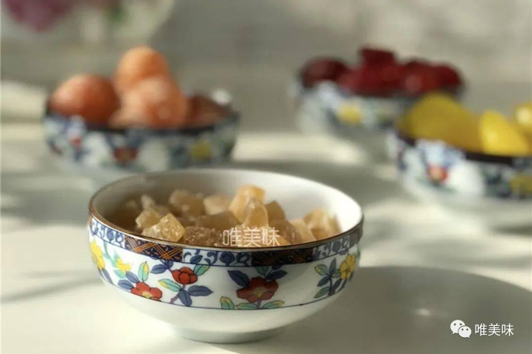 享用冰激凌般的柿子,当然要用漂亮的甜品碗了