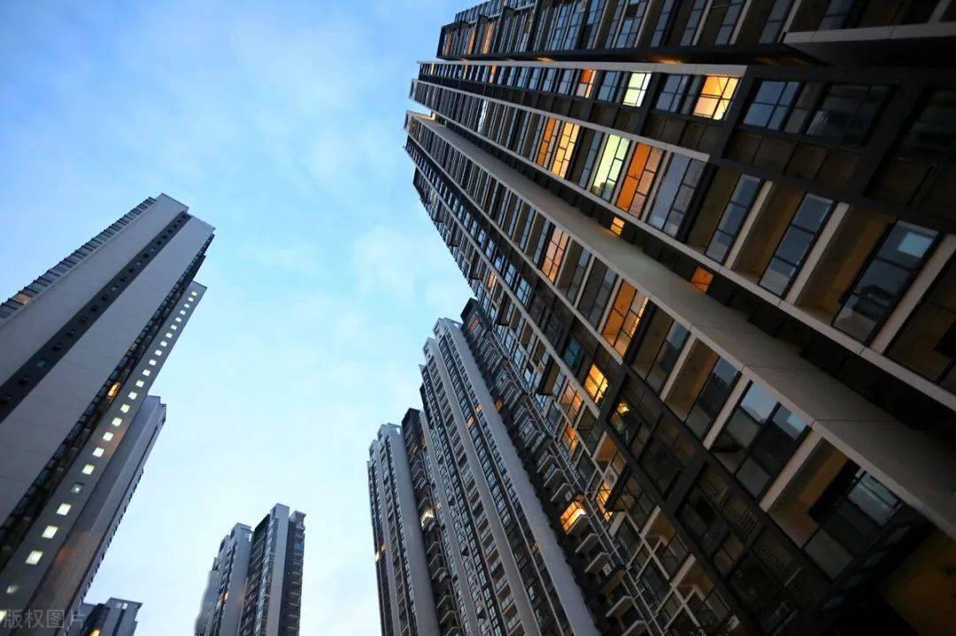 摩天大楼也盖不动了,20%以上的空置率,并不是这一两年的事