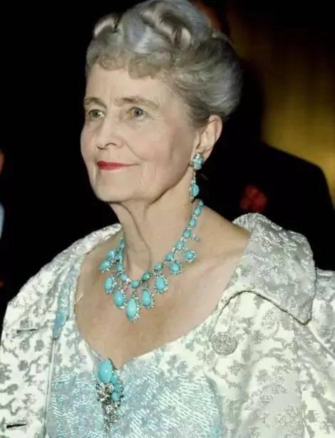美国前女首富:离婚4次换来珠宝无数,连特朗普都住她的二手房!