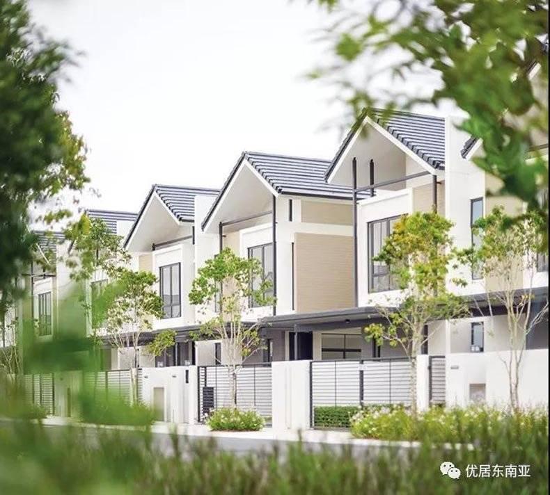 最后机会!大马新山avira联排别墅,精装3+1房带花园,特价138万
