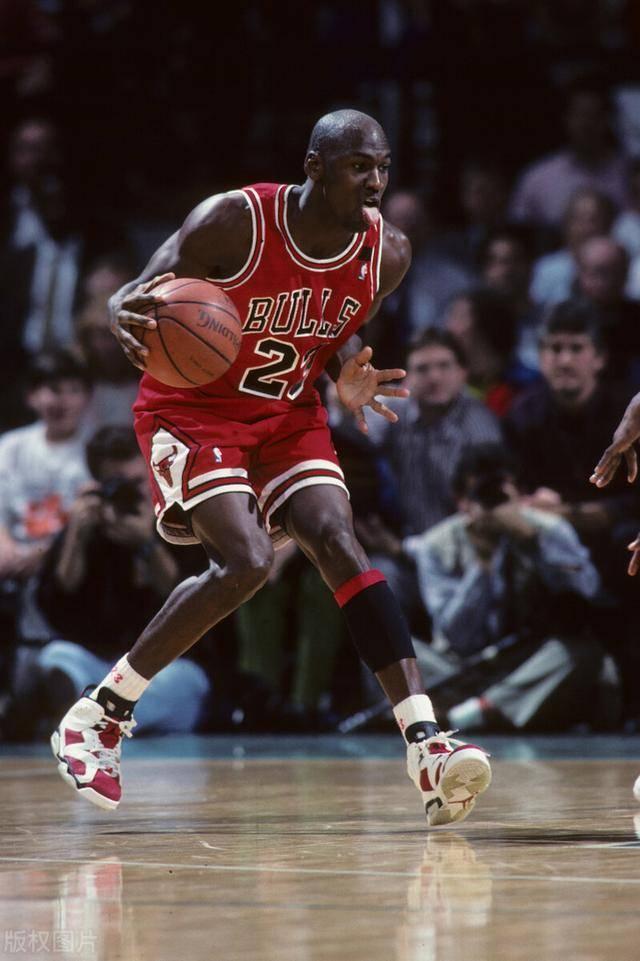 NBA历史最佳又出新版本!知名歌手将巴克利选入,力压KO组合