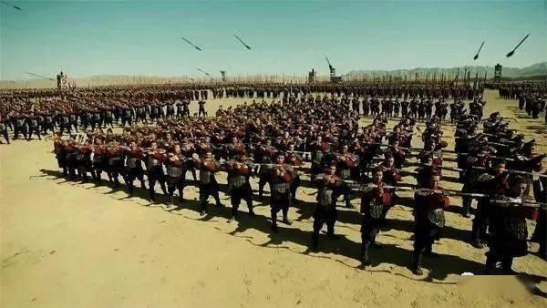 整个军阵接战之后,军阵内弓弩手如何进行远程攻击?