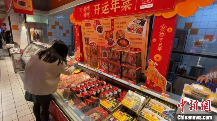 """""""开运年菜""""区售卖各地特色""""一人食""""速成年菜产品"""