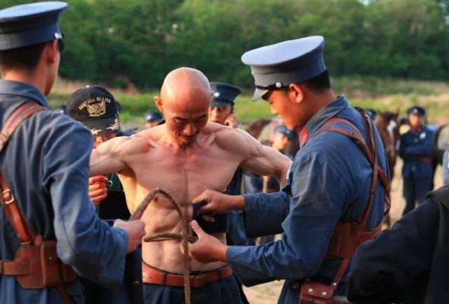 身材逆天胜过彭于晏, 这个健身20年的中国大叔究竟什么来头!
