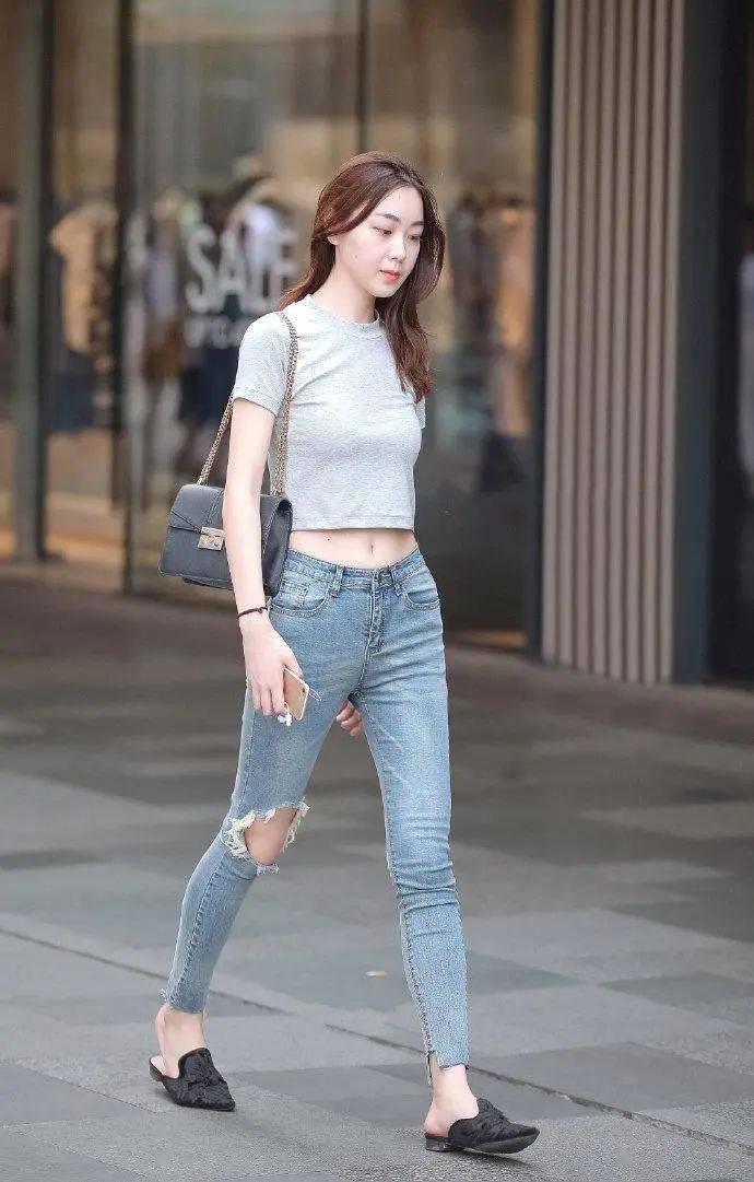 夏日选择破洞牛仔裤穿搭,清爽个性又显身材,让你的美不再低调