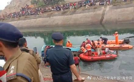 印度一公共汽车坠入运河致38死 数十人失踪