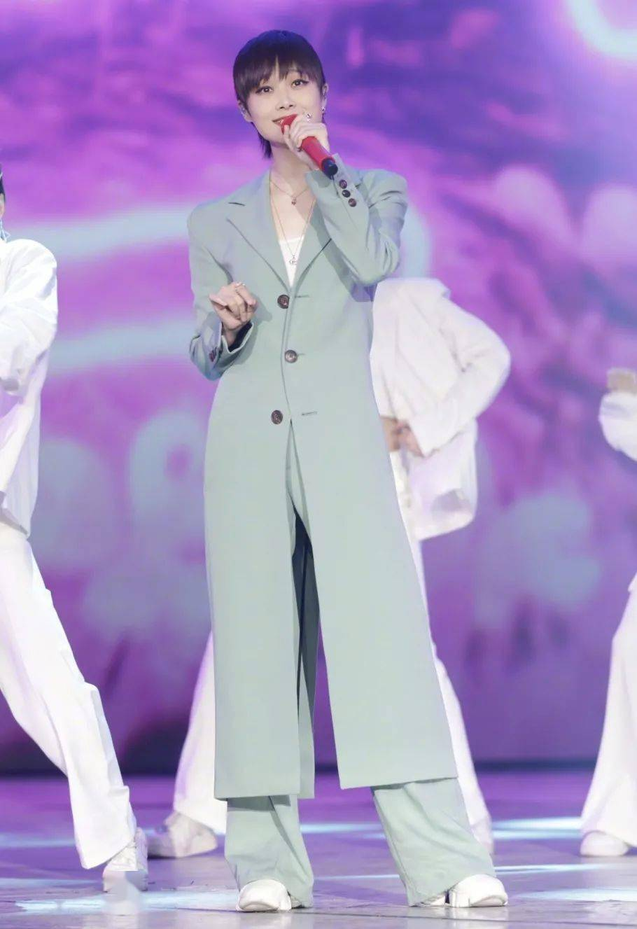 时尚圈真的都很喜欢李宇春吗?