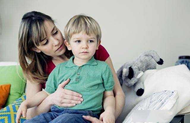 这四种伤脾胃的食物少给孩子吃,以免影响娃的生长发育  第1张