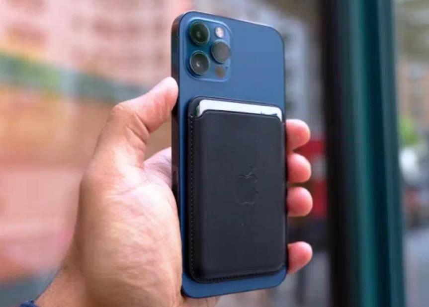 外媒:苹果正在为 iPhone 开发一款无线电池组 道阻且长