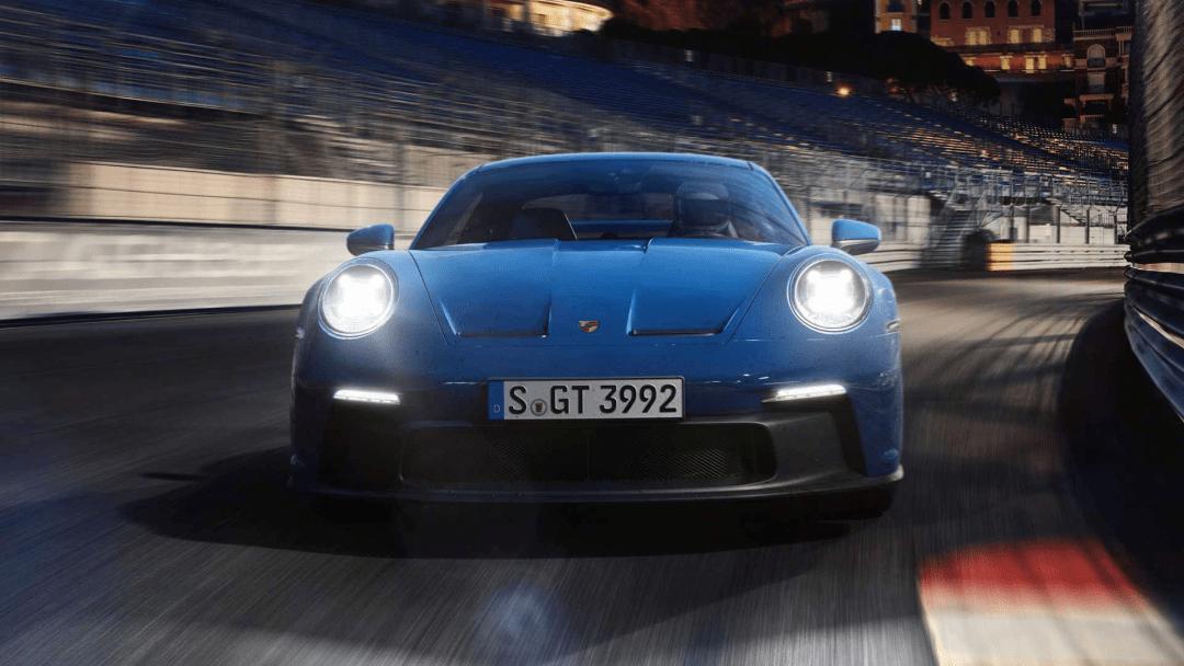 许多新车出现了:保时捷新911 GT3,迈凯轮阿图拉…