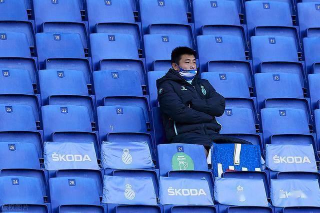 武磊真要回国踢中超了?在西乙已连续三场未亮相,回国却仍有难题