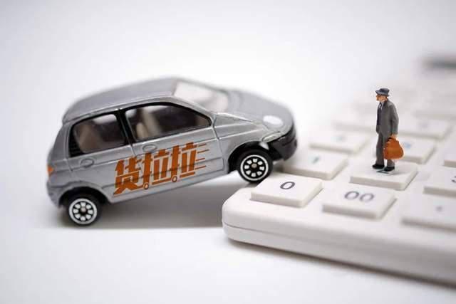 """在""""致命""""的拉货背后:司机可以在几个小时的培训中被雇佣,手续费经常被收取"""