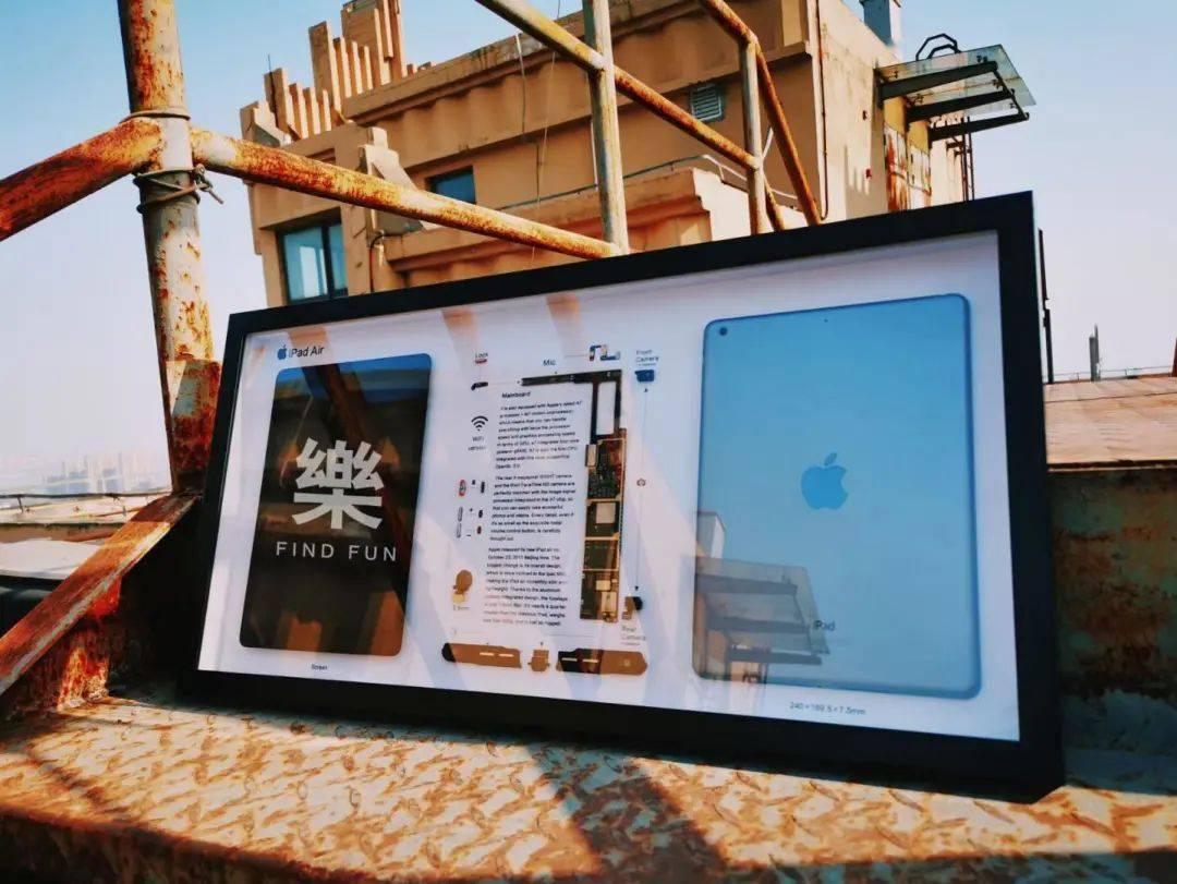 浙江00后,店家拆了手机,把报废的电子产品改造成艺术标本
