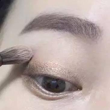 如何画裸妆?5款日常淡妆化妆步骤详解