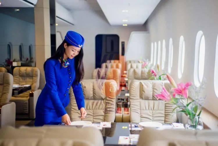 """环岛路超火的「航空主题餐厅」,""""头等舱待遇""""+高颜值环球料理,颜控来就对了!"""