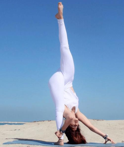 4个孩子的瑜伽辣妈, 事业家庭身材一个也不误,是怎么做到的?