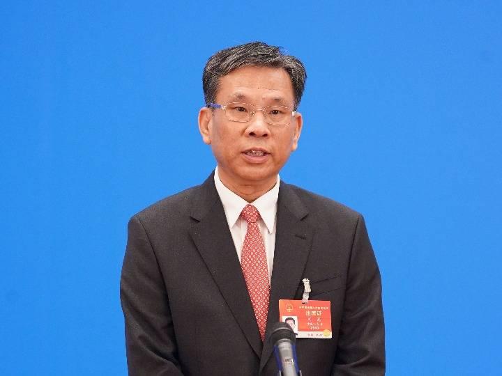 财政部长刘昆安全通道答疑解惑